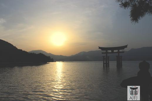 photo du torii du sanctuaire d'Itsukushima